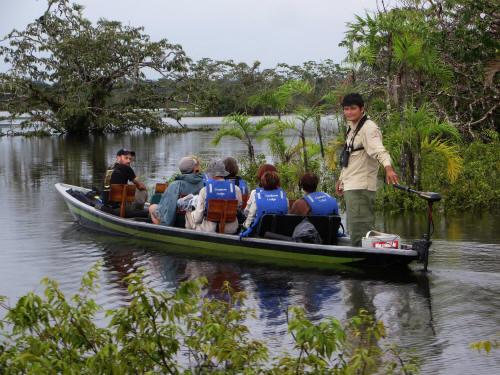 TURISMO ORIENTE DEL ECUADOR: The electric excursion canoe of the Cuyabeno Lodge.