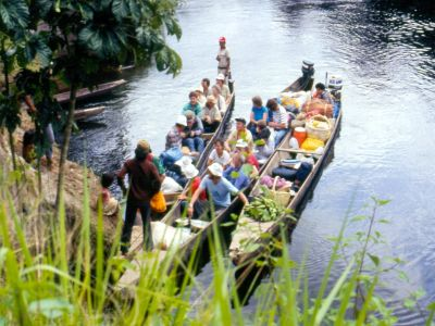 FORÊT AMAZONIENNE, ÉQUATEUR: The first Cuyabeno ecotour in 1986 sets off.